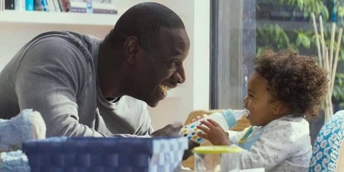 omar sy avec un bébé dans le film demain